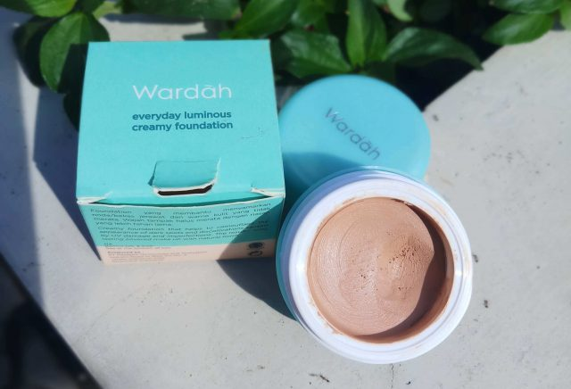 Review Wardah Luminous Creamy Foundation